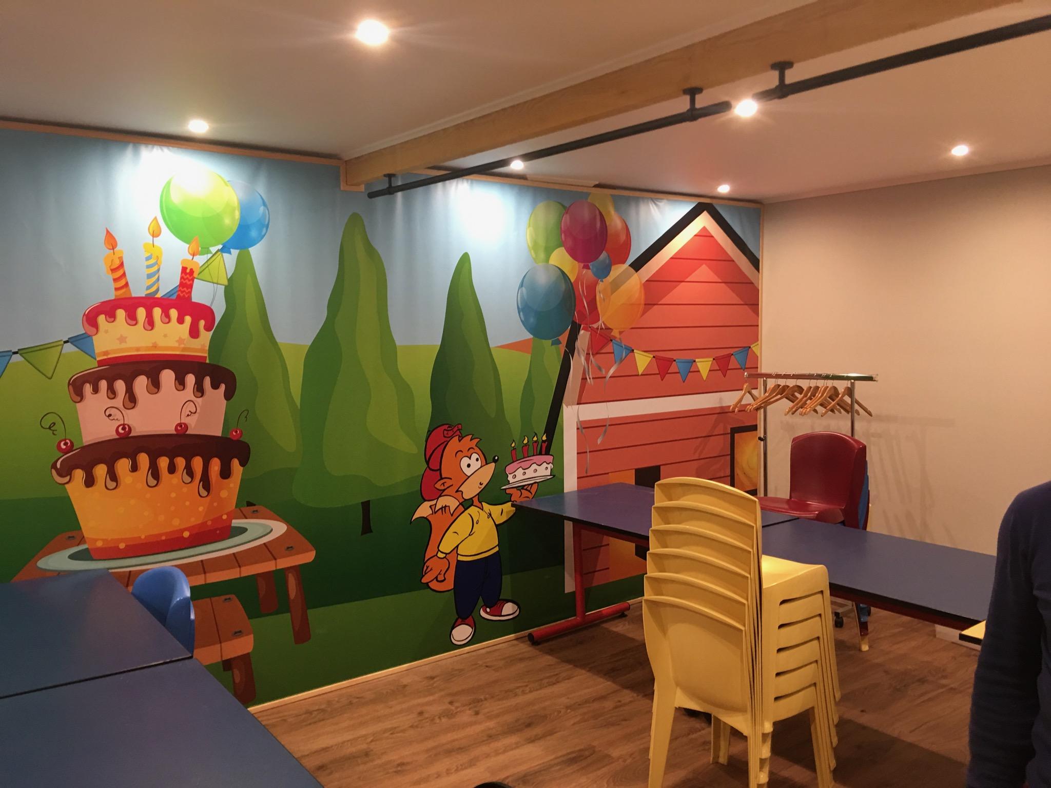 Toile tendue intérieure pour la décoration des salles de Kidzy Wambrechies